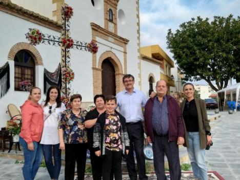 Las Cruces de Mayo inundan de color y alegría las calles de Adra