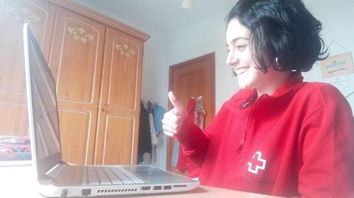 Cruz Roja ofrece apoyo escolar con videollamadas a 60 escolares de Almería