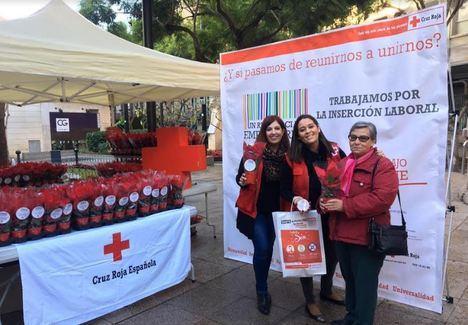 """Cruz Roja reparte 450 """"pascueros por la igualdad"""""""