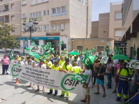 CSIF denuncia a Urbaser por presunto incumplimiento de servicios mínimos en Roquetas