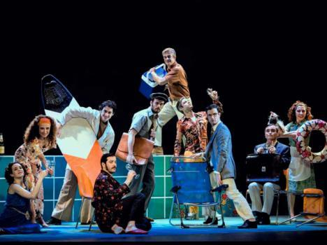 'Cuatro corazones con freno y marcha atrás' se representa el sábado en el Auditorio de Roquetas
