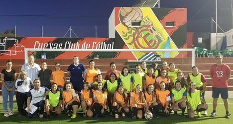 Cuevas estrena Escuela Deportiva de Fútbol 11 Femenino
