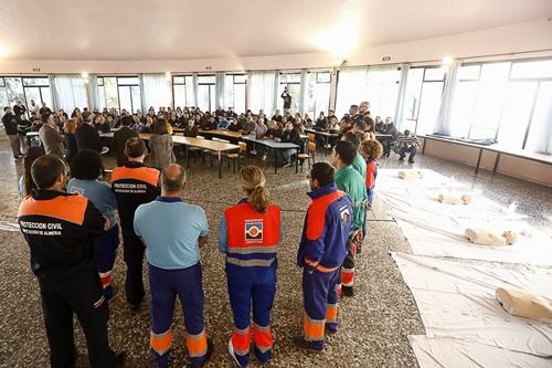 150 cofrades de Almería se forman por 'Una Semana Santa Cardioprotegida'