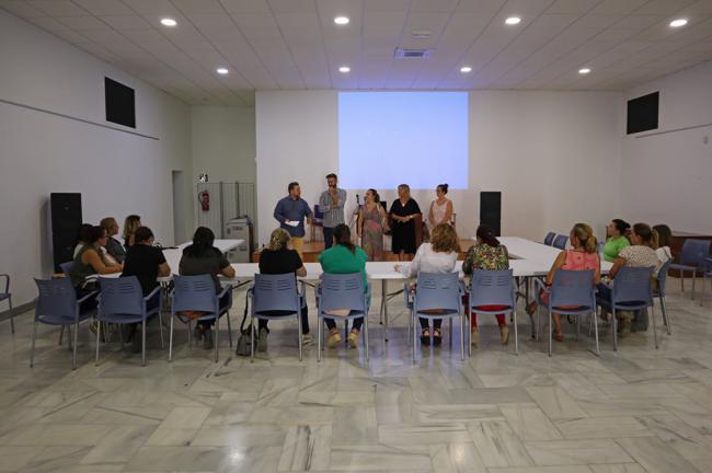 Comienza el curso de escaparatismo para mujeres en Berja
