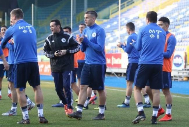 Demirovic juega los 90 minutos en el triunfo de Bosnia y Herzegovina ante Moldavia