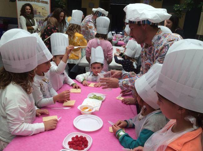 40 Familias Disfrutan De Un Desayuno En El Mercado De Puebla De Vícar