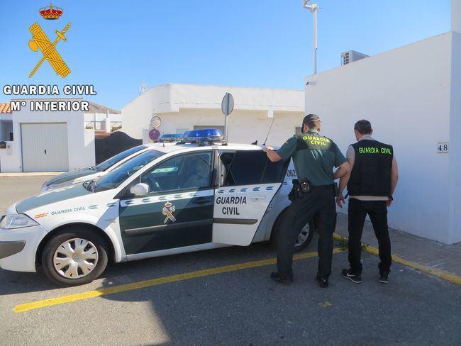 Detienen a una persona en Níjar con la documentación de un vehículo sustraído