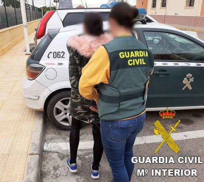 Detenida una reincidente tras robas 5.000 euros en joyas forzando una ventana
