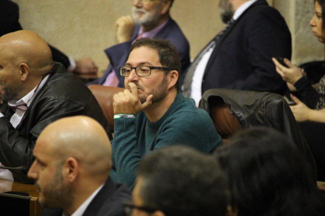 El parlamentario de Podemos no irá a la toma de posesión de su compañera en el Ayuntamiento