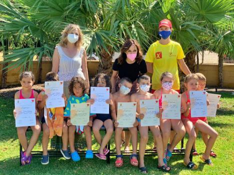 Diplomas del Primer Turno De Los Cursos De Natación De Vícar