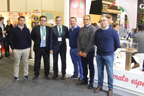 Diputación se despide de Fruit Logistica exhibiendo la fortaleza de la agricultura almeriense
