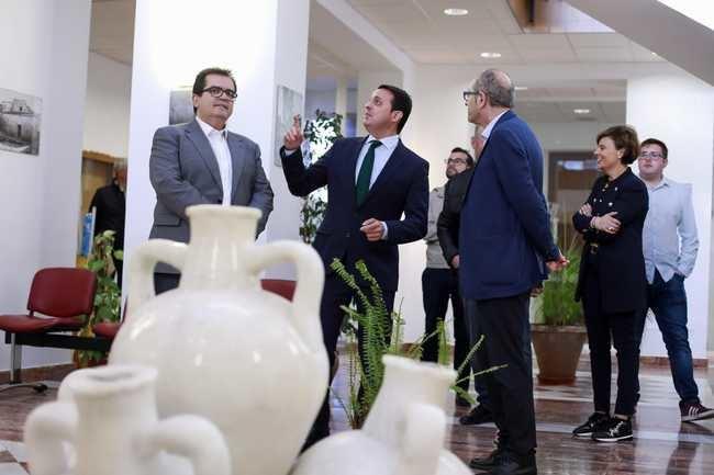 El presidente de Diputación visita el Ayuntamiento de Sorbas y la cantera de yeso más grande del mundo