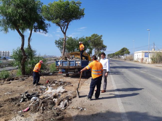 Dispositivo de limpieza de arrastres en El Ejido