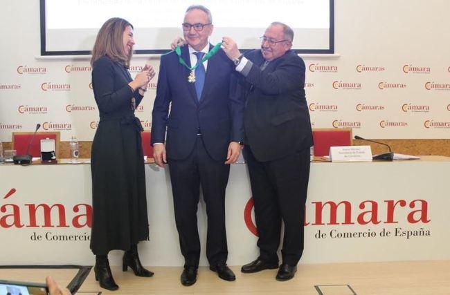 Francisco Martínez-Cosentino recibe la Encomienda de la Orden de la Cámara de España