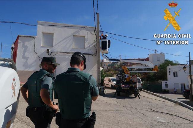 Un detendido por 70 enganches ilegales de luz y una plantación de marihuana