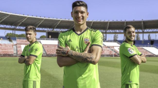 El Almería estrenará la nueva equipación verde en El Molinón