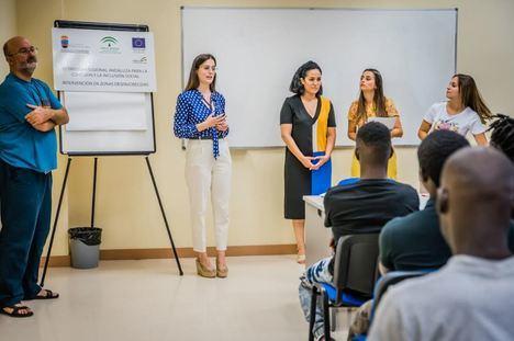 ERACIS entrega a60 personas diplomas de talleres 'Conecta tu barrio'