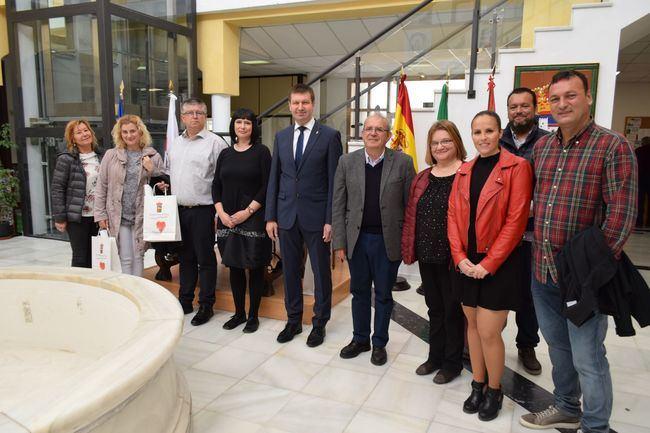 El Alcalde De La Localidad Eslovena De Rogaska Slatina Visita Vìcar