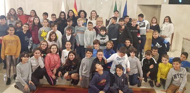 Escolares del Alberti conocen la Constitución en el Ayuntamiento