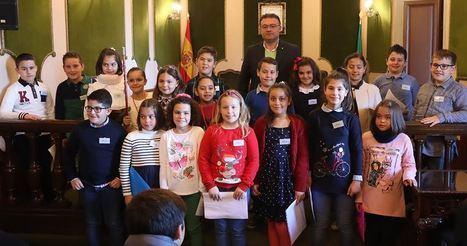 Pleno infantil en el Ayuntamiento de Berja con alumnos del Celia Viñas