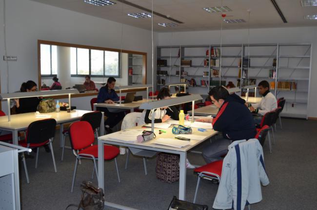 La Biblioteca Joven de Vícar Reforzará Su Horario De Cara A Los Exámenes