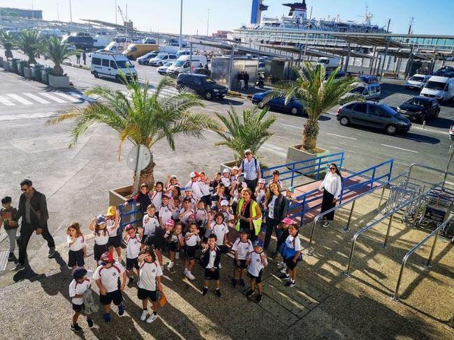 Alumnos del colegio Sek Alborán de El Ejido visitan el Puerto de Almería