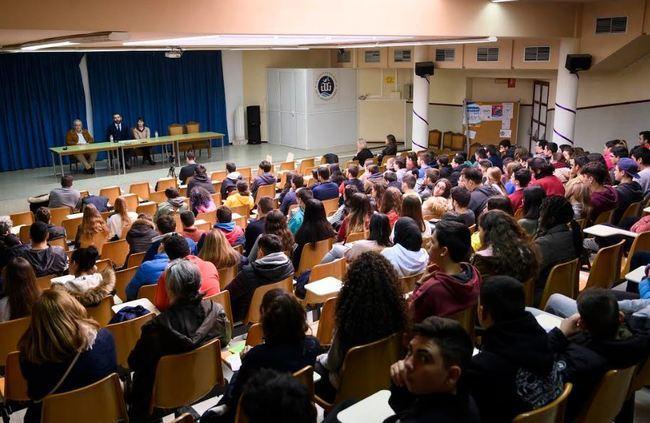 El alcalde conversa sobre la Constitución y la actualidad almeriense con estudiantes del IES Al Andalus