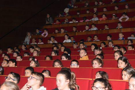 Escolares Del Poniente Disfrutan En Vícar Del Teatro Pedagógico