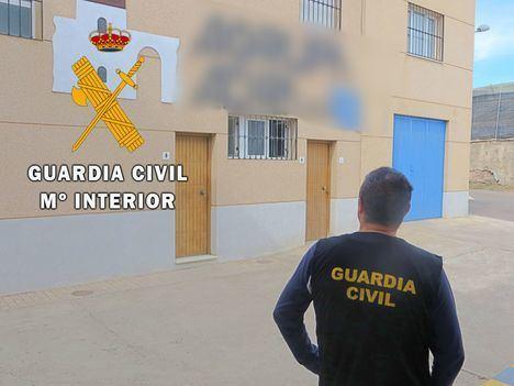 Estafa 800.000 euros a la empresa agrícola de la que era vigilante en Adra