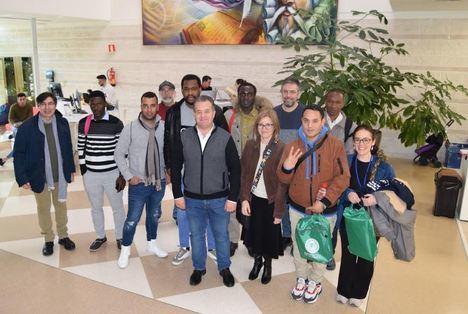 La UAL muestra a estudiantes refugiados su oferta de becas