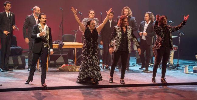 Los 'Farrucos y Fernández' anima la Navidad al compás de villancicos flamencos