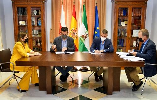 El alcalde firma el contrato para la remodelación de la Plaza de la Administración Vieja