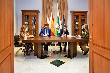 El alcalde firma el nuevo contrato del Servicio de Ayuda a Domicilio