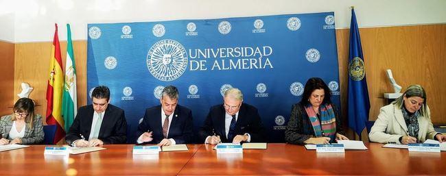 La Autoridad Portuaria firma con la UAL y Medgaz un contrato de vigilancia ambiental