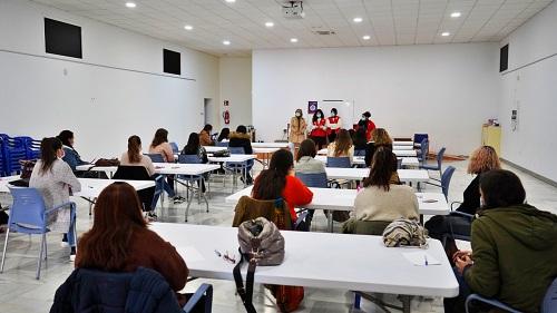 Ayuntamiento de Berja y Cruz Roja forman voluntarias para los Puntos Violeta