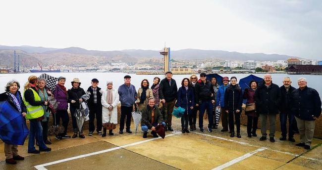 El Foro Almería Centro inicia en el Puerto su calendario de paseos
