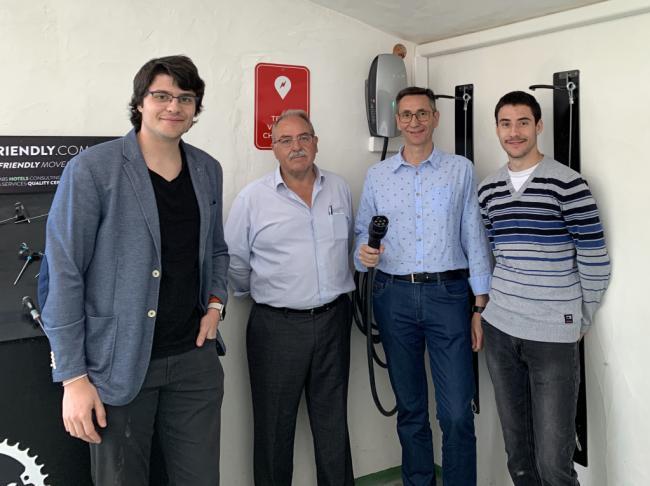 Almanzora Eléctrico pone los primeros cargadores TESLA en la comarca