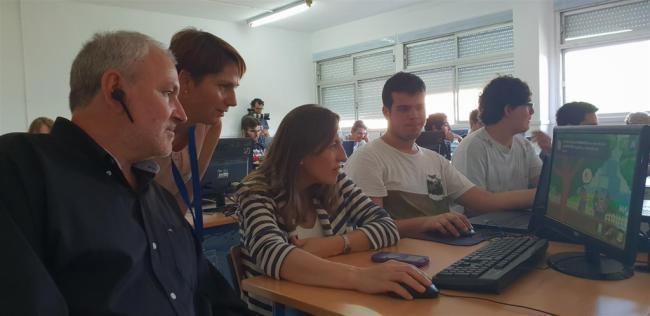 Junta y Verdiblanca sensibilizan al alumnado con el videojuego de la inclusión 'Skill'