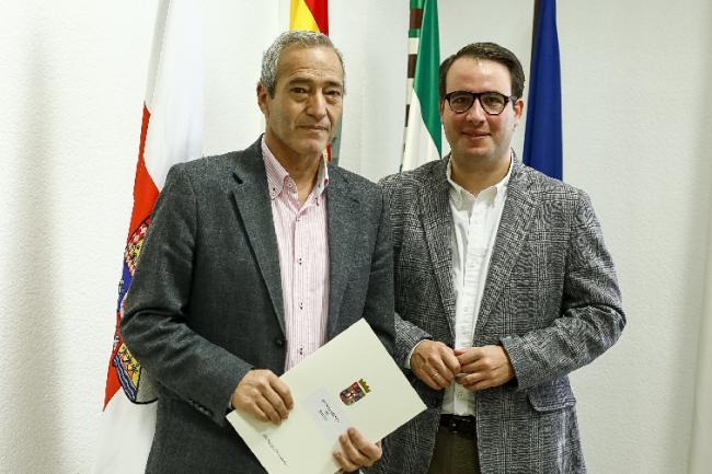Diputación facilita un ascensor al Ayuntamiento de Dalías