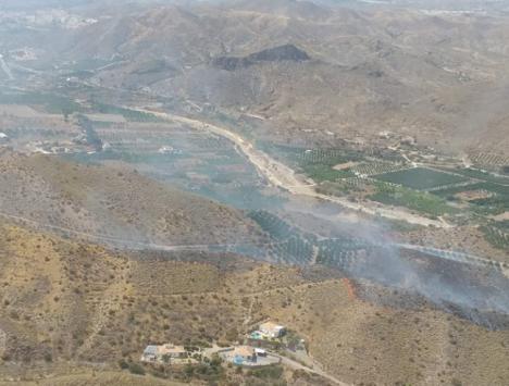 Un fuego en Cantoria activa 3 helicópteros