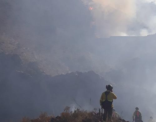 Infoca trabaja en la extinción de un incendio forestal declarado en Serón
