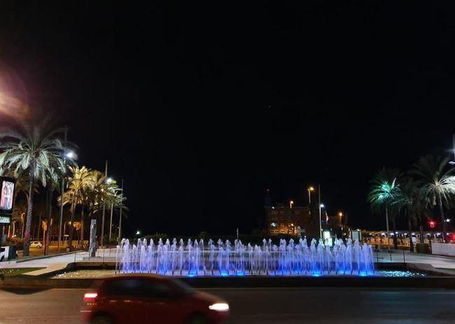 Almería se tiñe de azul para hacer visible los problemas de salud mental y dislexia