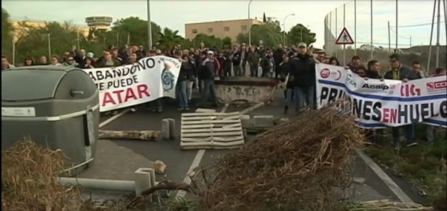 Los presos de permiso no pueden entrar en la cárcel de Almería