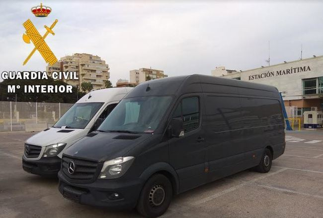 La Guardia Civil detiene en el puerto de Almería 2 personas y recupera 3 vehículos sustraídos en Alemania