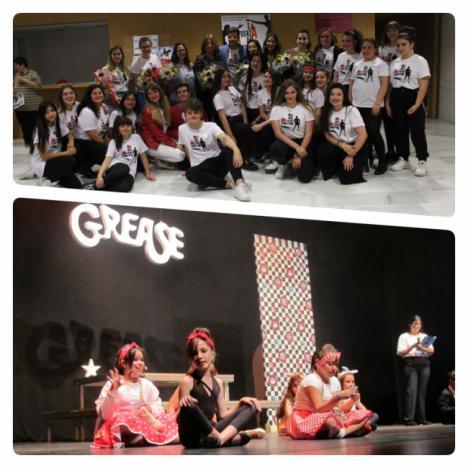 El taller de teatro musical interpreta con éxito 'Mini Grease' y 'La fuerza del destino'