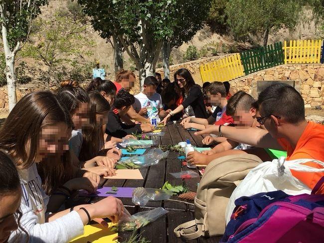 Guadalinfo enseña a alumnos del CEIP Antonia Santaolalla de Taberno a reciclar