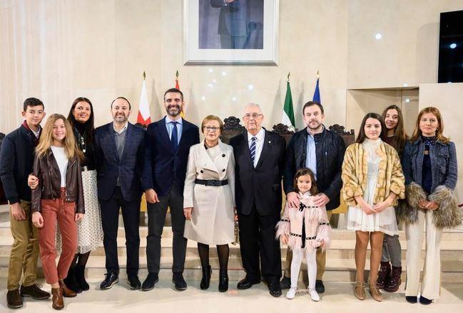 """El alcalde impone el Escudo de Oro a Guillermo Blanes por su """"visión de futuro"""""""