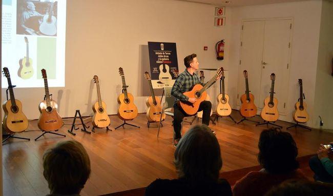 'Guitarreros Almerienses' pone el cierre al Día Internacional del Flamenco
