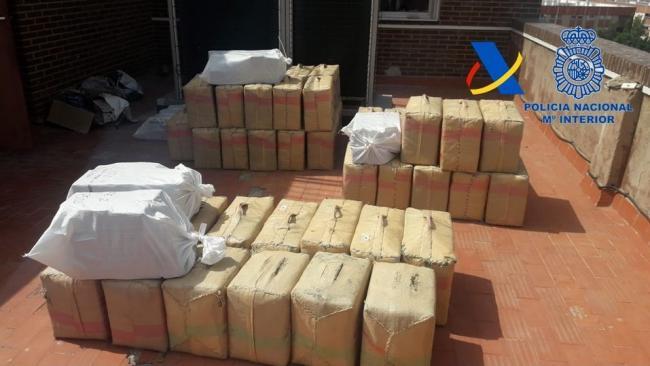 Detenido al intentar huir con 1.850 kilos de hachís alijado en Torregarcía