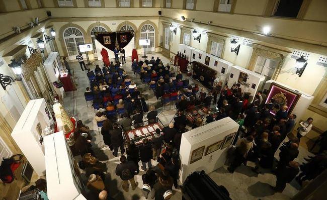 La Hermandad de Pasión inicia su XXV Aniversario con una exposición de enseres
